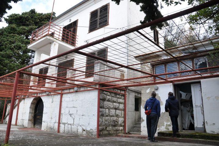 Pomalo derutno sisačko odmaralište u Omišlju uskoro bi moglo postati privremeni dom obiteljima s potresom pogođenih područja / Foto M. TRINAJSTIĆ