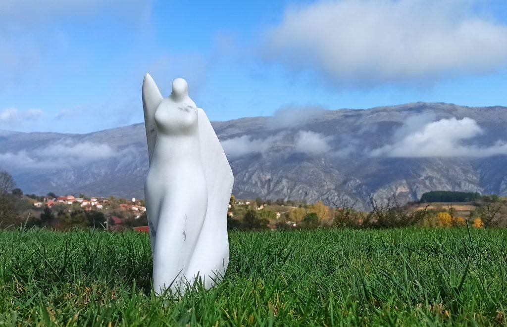 Skulptura »Anđeo«, mramor, 2020.