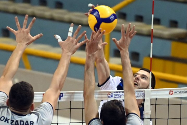 Maurizio Banko pokušava prevariti zadarski blok/V. KARUZA