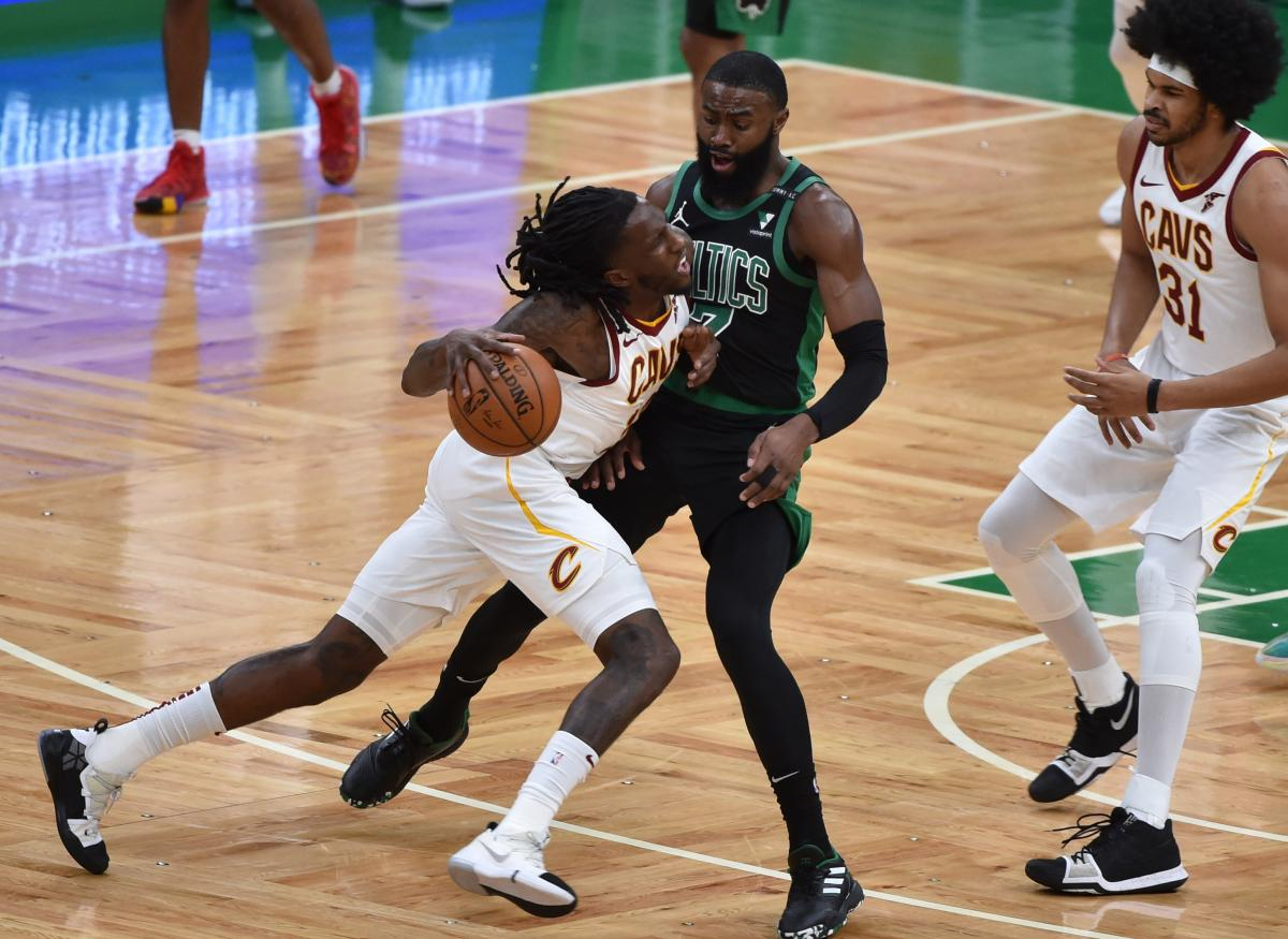 Taurean Prince i Jaylen Brown/Foto: REUTERS