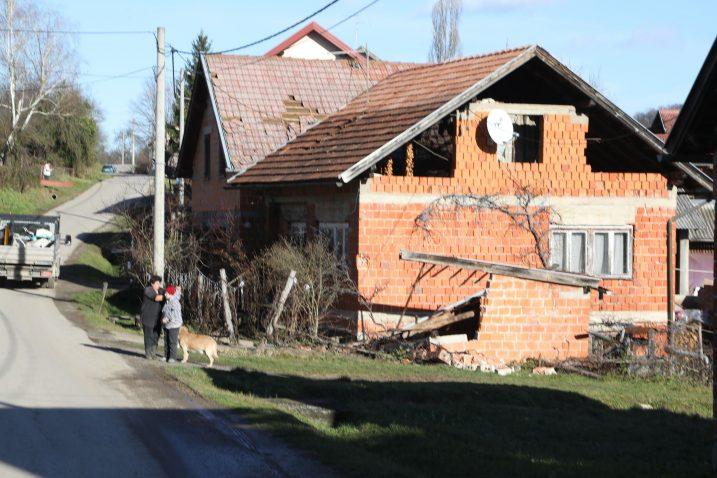 Jedna od uništenih kuća u selu Strašnik / Foto Edina Zuko/PIXSELL