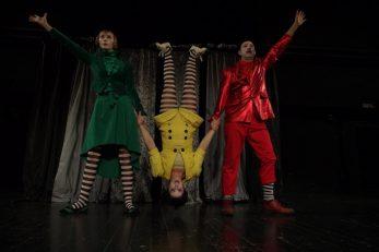 Scena iz predstave Triola la la la