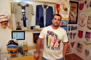 Daniel Hunjadi poznati je riječki kolekcionar sportskih rekvizira i suvenira
