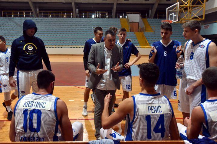 Goran Šućurović i igrači Kvarnera tijekom minute odmora/Foto Arhiva NL