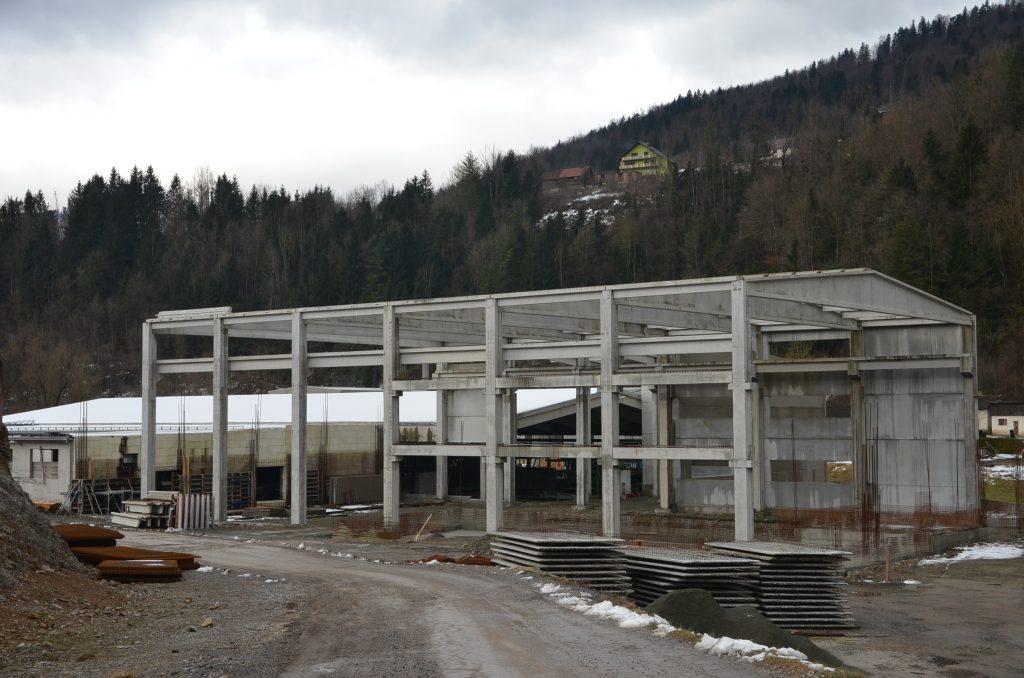 Konstrukcija buduće Cedrove pilane je podignuta, no za nastavak radova nužni su povoljniji vremenski uvjeti / Snimio M. KRMPOTIĆ