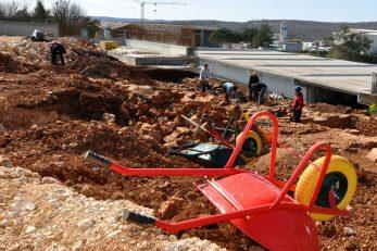 Uz turizam koji je glavni generator zapošljavanja, na Krku je jak i građevinski sektor / Snimio M. TRINAJSTIĆ