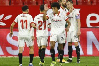 Igrači Seville čestitaju strijelcu Ivanu Rakitiću/Foto REUTERS