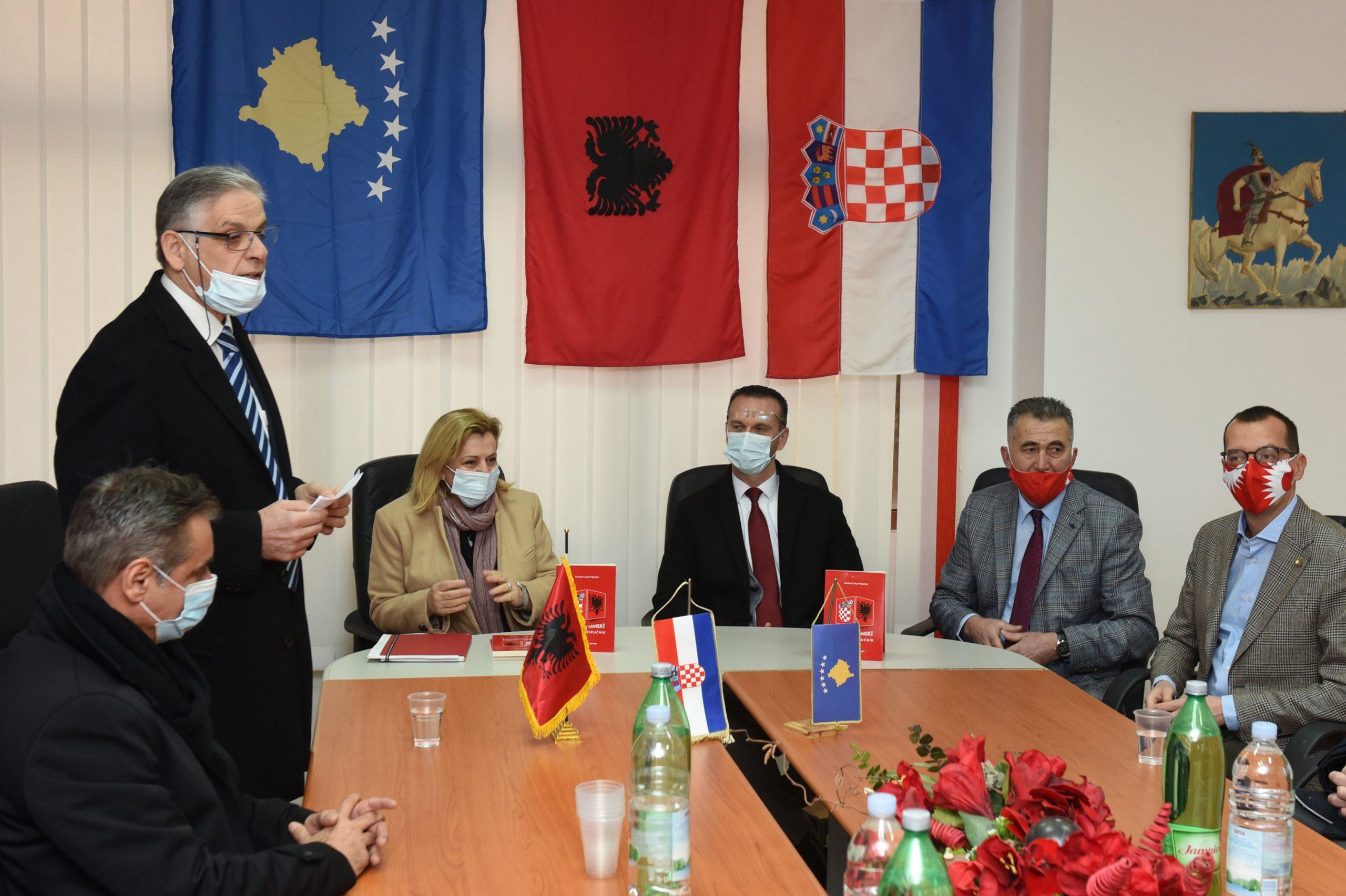 S predstavljanja »Hrvatsko-albanskog jezičnog priručnika« / Snimio Marko GRACIN