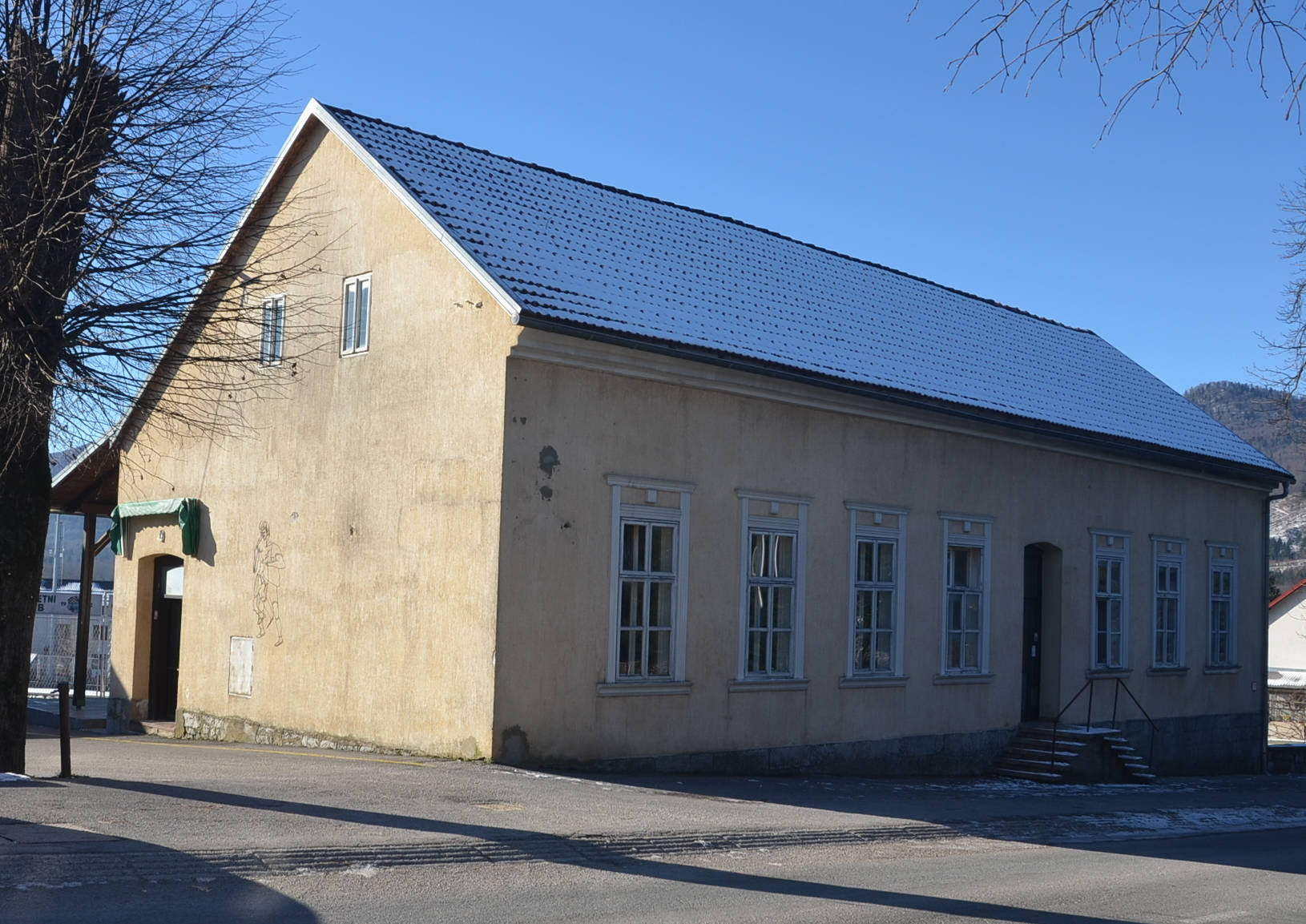 Zgrada u kojoj će biti ureðene svlačionice i prostor za smještaj sportskih ekipa u Vrbovskom / Snimio M. KRMPOTIĆ