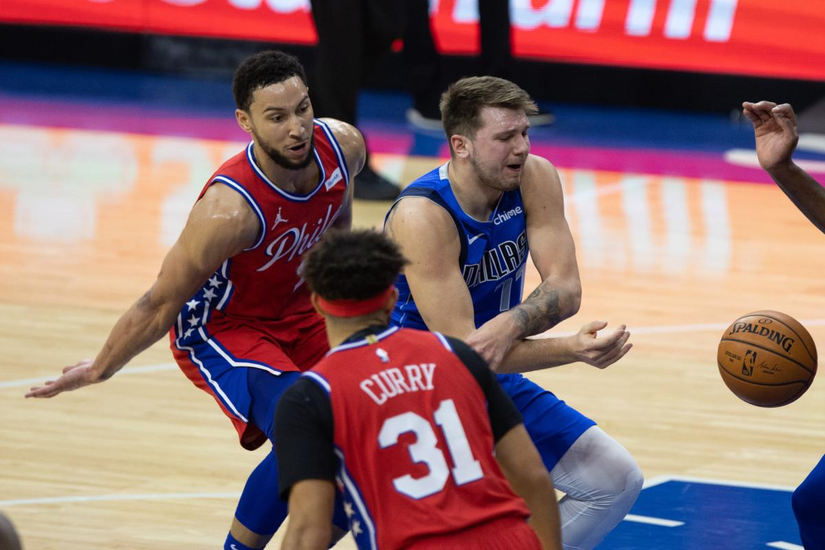 Luka Dončić nemoćan protiv Bena Simmonsa/Foto: REUTERS