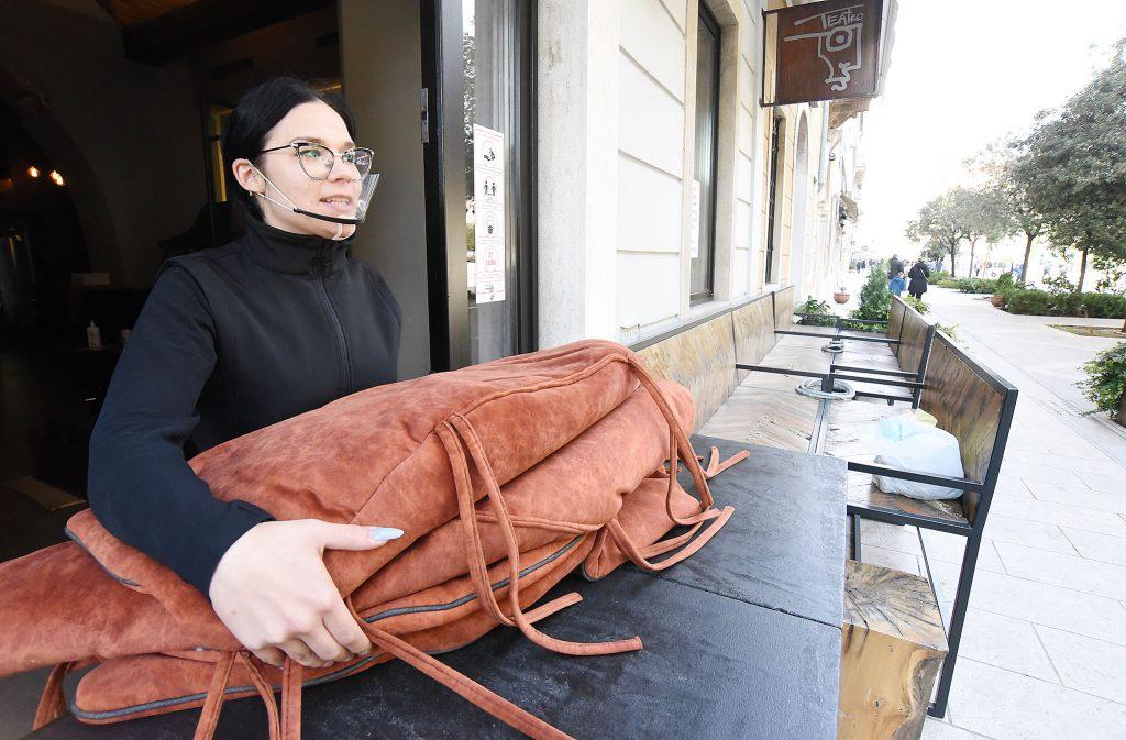 : Jastuci caffea Teatro moraju se prozračiti – Petra Dragičević / Snimio Sergej DRECHSLER