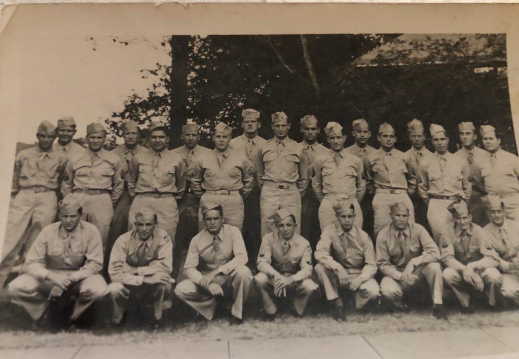 Američki marinci – među njima je i Josip Kršul – neposredno pred odlazak na teške i pogibeljne operacije na Iwo Jimi / Foto obiteljski arhiv