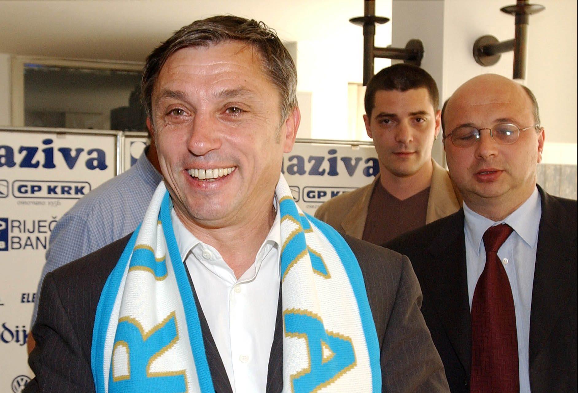 Zlatko Kranjčar s plavom bijelim šalom u prepoznatljivim osmjehom/Foto Arhiva NL