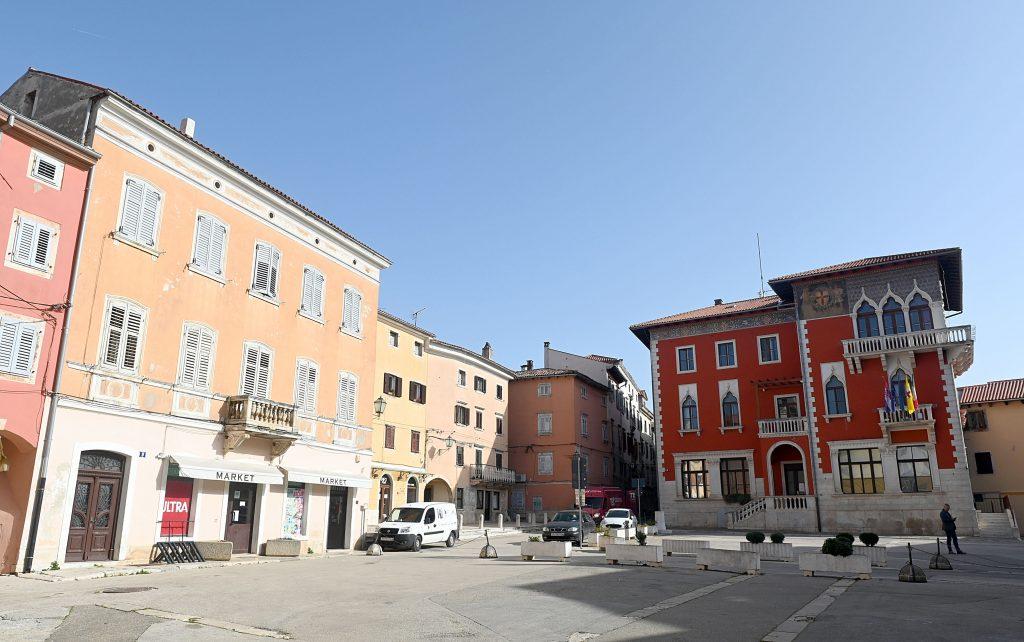 Grad se čini sablasno pust, ali Macan tvrdi da je ljudi u njemu sve više / Snimio V. KARUZA