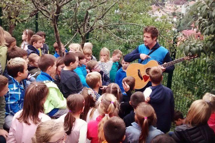 Tomislav Šnidarić u suradnji s vodstvom Kreativnog Krka dovodi školu gitare El Musicante u grad Krk / Foto KREATIVNI KRK
