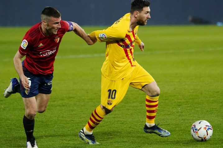 Oier (Osasuna) i Leo Messi (Barcelona)/Foto REUTERS