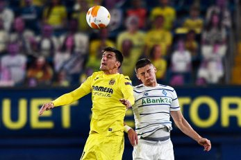 Gerard Moreno (Villarreal) i Vitaliy Mykolenko (Dinamo Kijev)/Foto REUTERS