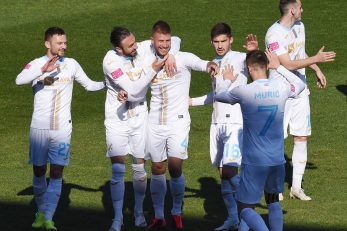 Nino Galović u zagrljaju suigrača/Foto S. DRECHSLER