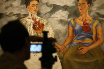 S jedne od izložba djela Fride Kahlo / Reuters