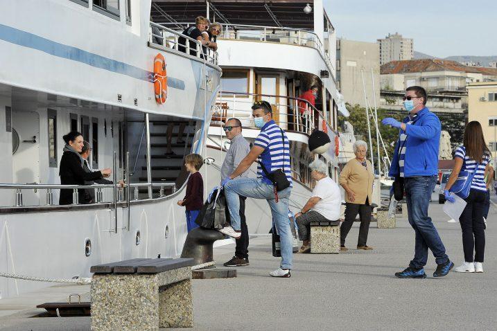 Ispraćaj gostiju na kružna putovanja iz riječke luke - prošlogodišnji prizor / Snimio SERGEJ DRECHSLER