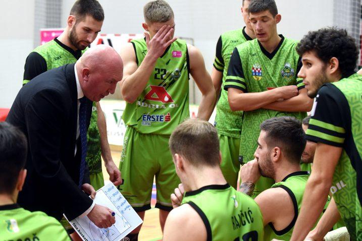 Trener Rajković i igrači Škrljeva/Foto Arhiva NL