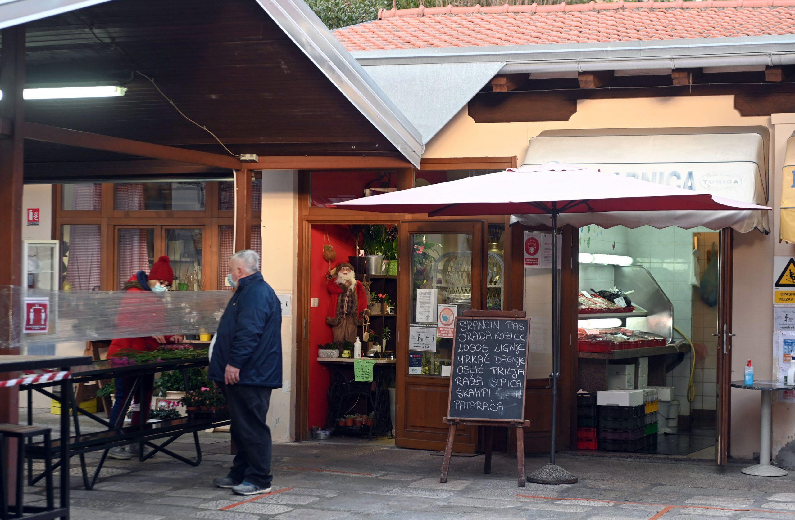 Lovranska općinska tvrtka Stubica među ostalim upravlja tržnicom u Lovranu / foto V. KARUZA