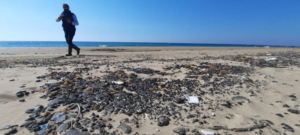 Onečišćena pješčana plaža, izvor onečišćenja nije poznat