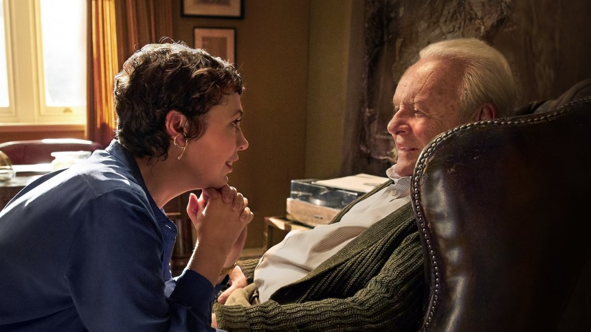 Olivia Colman kao Anne i Anthony Hopkins kao Anthony
