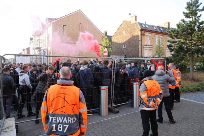 Navijači Liverpoola ispred stadiona/Foto REUTERS