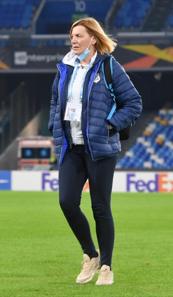 : Nataša Bakarčić na nogometnom travnjaku
