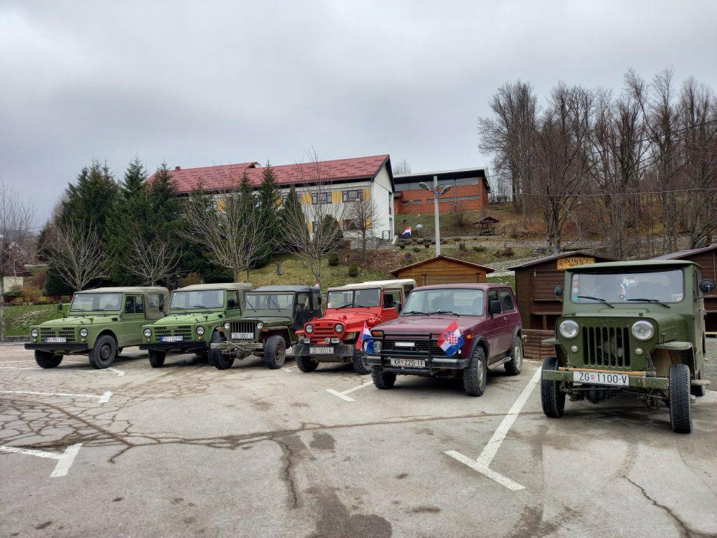 Vozila su bila parkirana u centru Fužina / Snimila D. PLEŠE