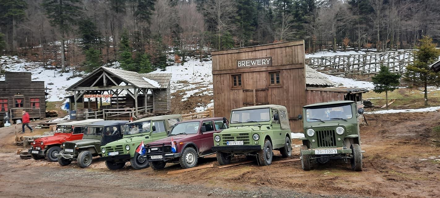 Povijesna vozila u (još starijoj) povijesnoj kulisi / Snimila D. PLEŠE