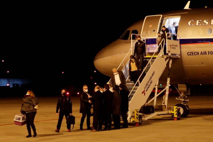 Češki diplomati protjerani iz Rusije sletili su u Prag / Foto Reuters