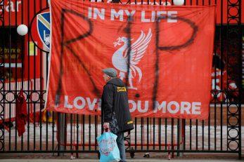 Poruke navijača Liverpoola oko stadiona/Foto REUTERS