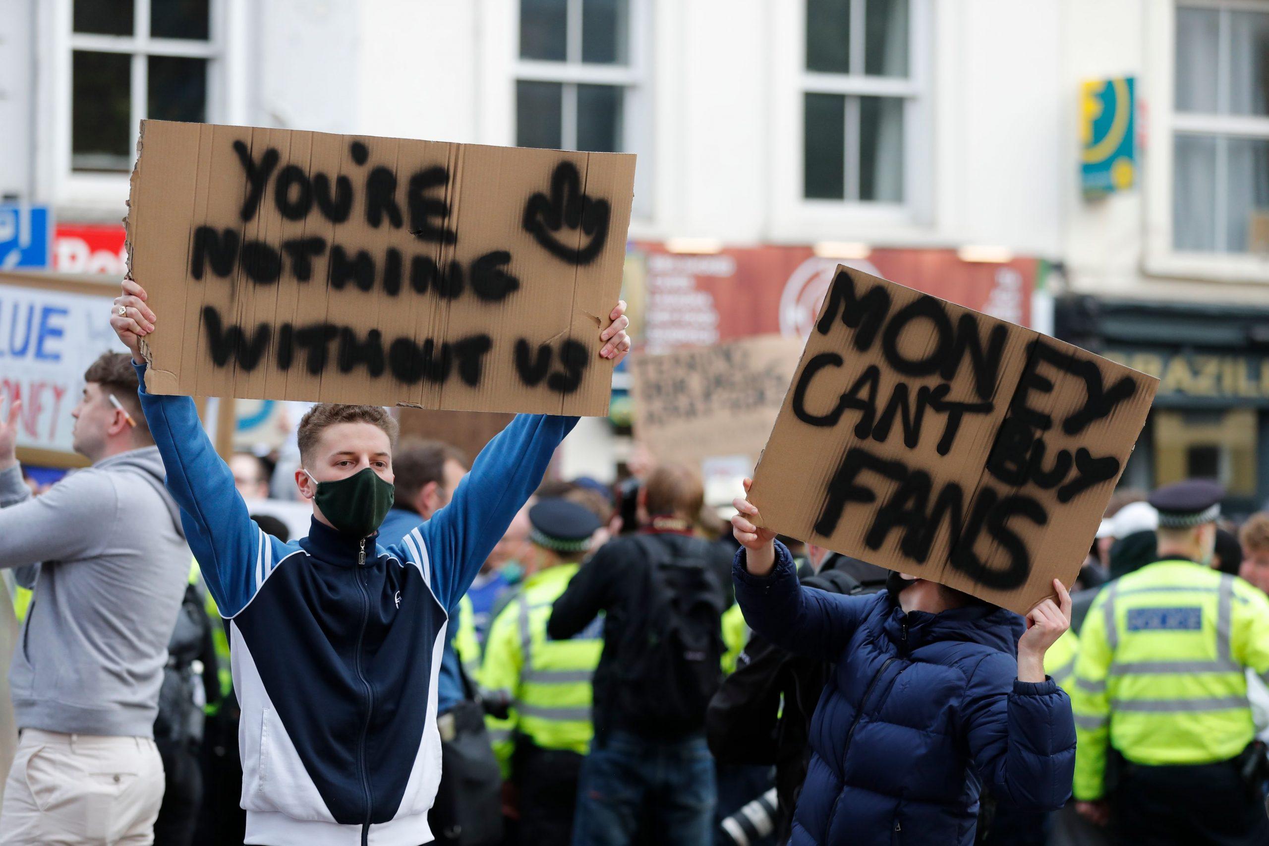 Navijači Chelseaja ispred stadiona/Foto REUTERS