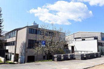 Stari dio škole fasadu dobiva kroz tri do četiri godine / Foto M. GRACIN