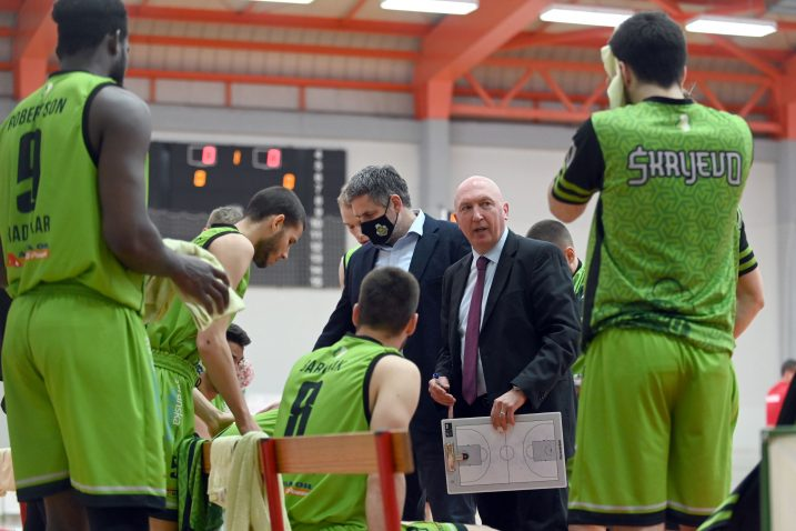 Trener Damir Rajković tijekom minute odmora/Foto Arhiva NL