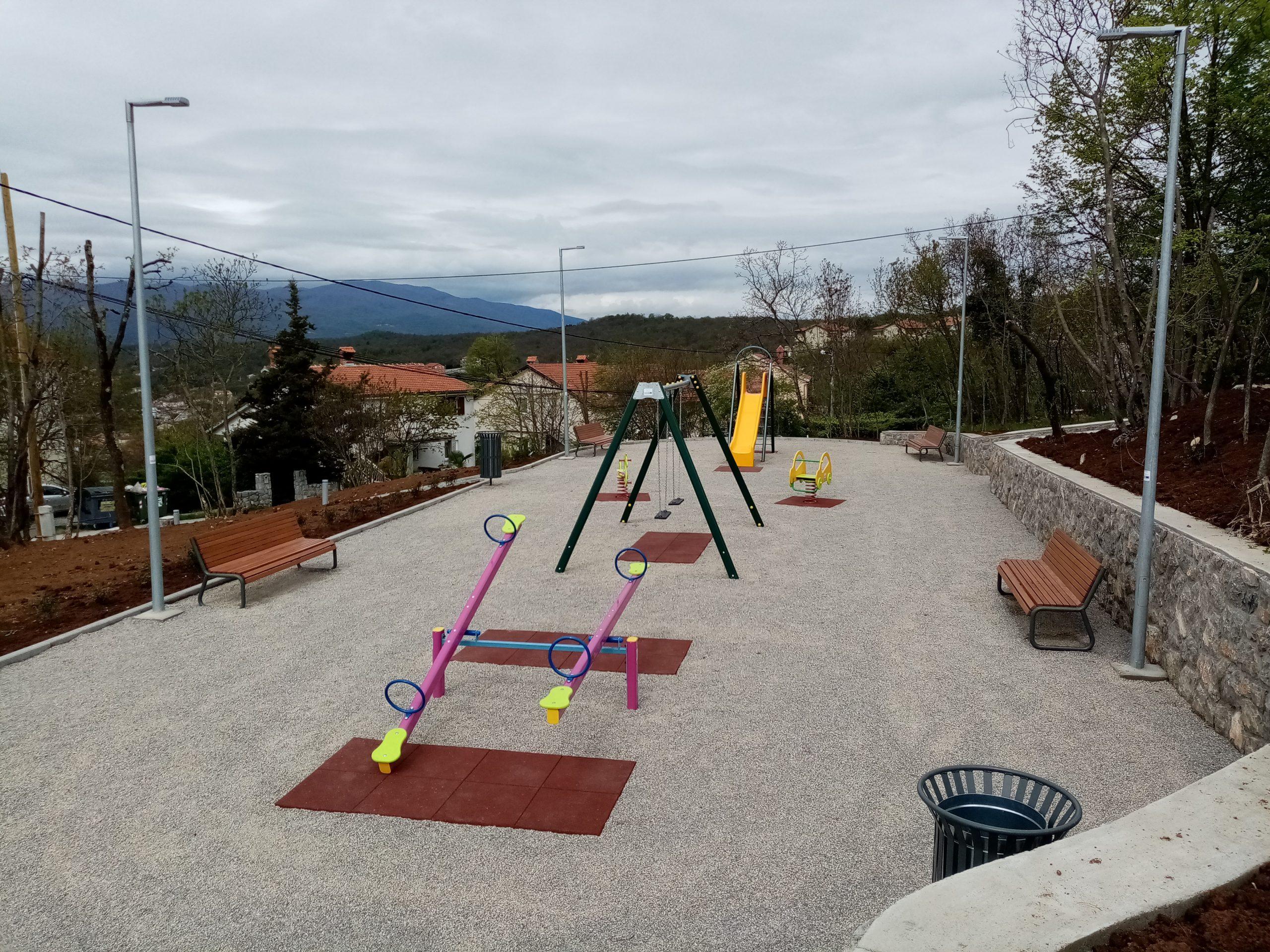 Postavljene su sprave za igru djece starosti od 3 do 10 godina
