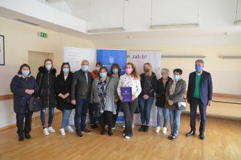Zaposlenice ravnogorskog Programa »Zaželi« s potpisnicima sporazuma i gostima / Foto M. KRMPOTIĆ