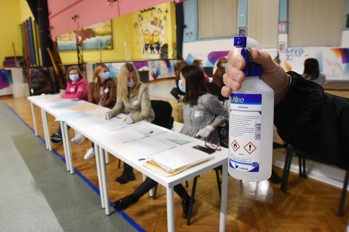 Lokalni izbori provedeni u skladu s epidemiološkim mjerama / Snimio Sergej DRECHSLER