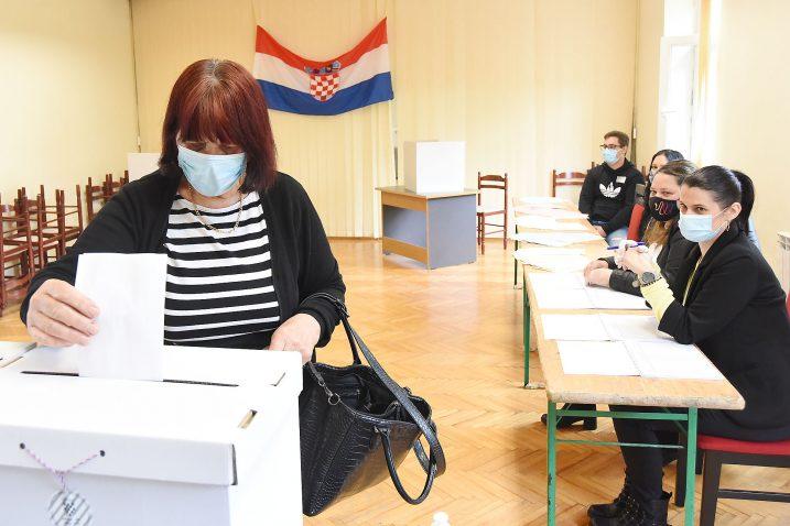 Glasovanje u Klani / Snimio Sergej DRECHSLER