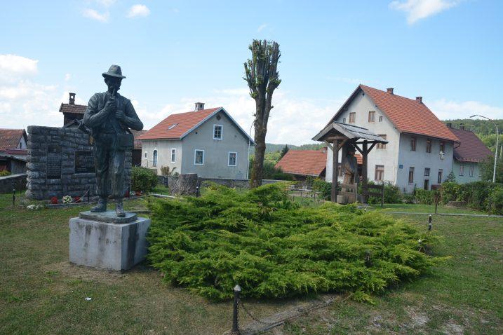 Uređenje parka u središtu Brod Moravica jedan je od poslova koji će biti nastavljeni / Foto M. KRMPOTIĆ