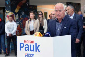 Ima HDZ za drugi krug rezervu birača - Goran Pauk s članovima stranke / Foto Duško JARAMAZ/PIXSELL