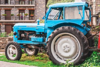 Ilustracija traktora / Photo by Lior Shapira on Unsplash