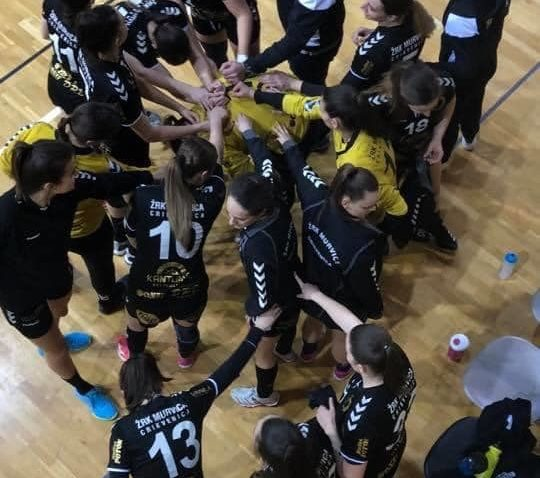 SKUPO PLAĆENA SERIJA OZLJEDA - Trener Ramir Đekić i igračice Murvice