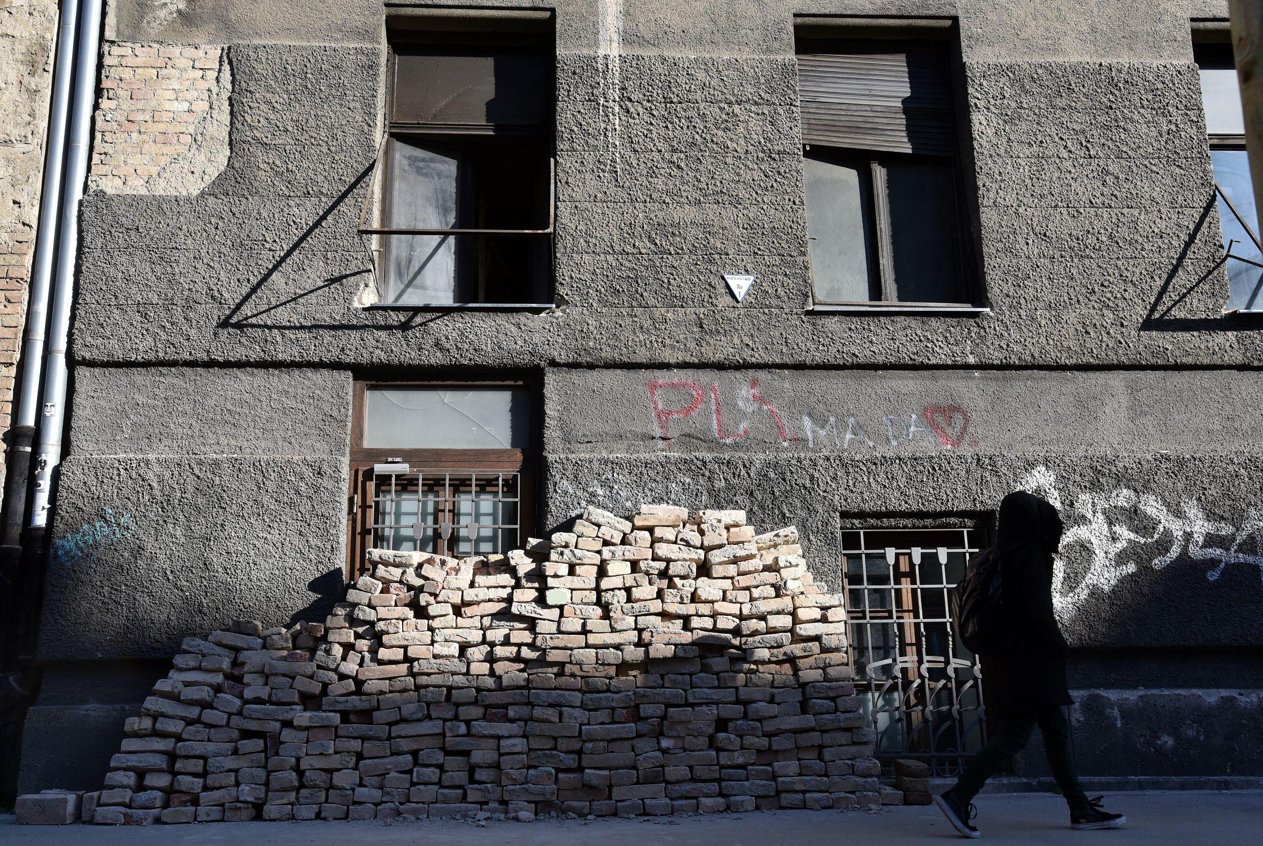 Stanove oštećene u potresu u Zagrebu vlasnici bi morali obnavljati, a ne mogu u njih ući / Foto Davor KOVAČEVIĆ