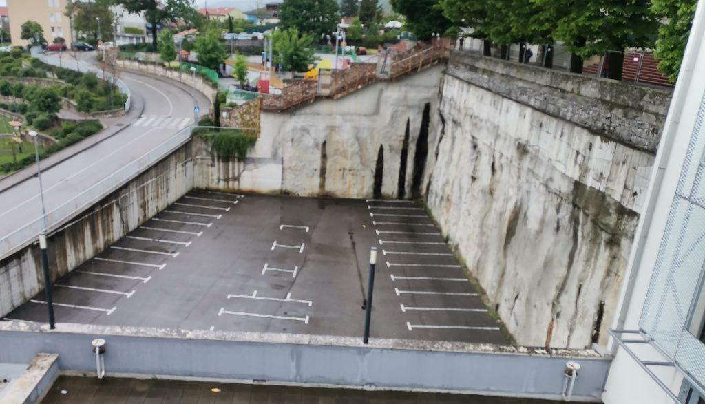 Matuljski parking pod naplatom uglavnom je prazan / Foto Ma. KIRIGIN