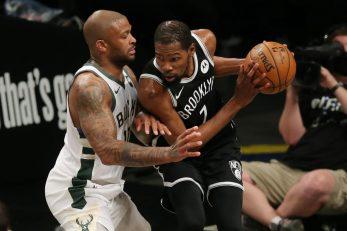Kevin Durant protiv P.J.-a Tuckera/Foto: REUTERS