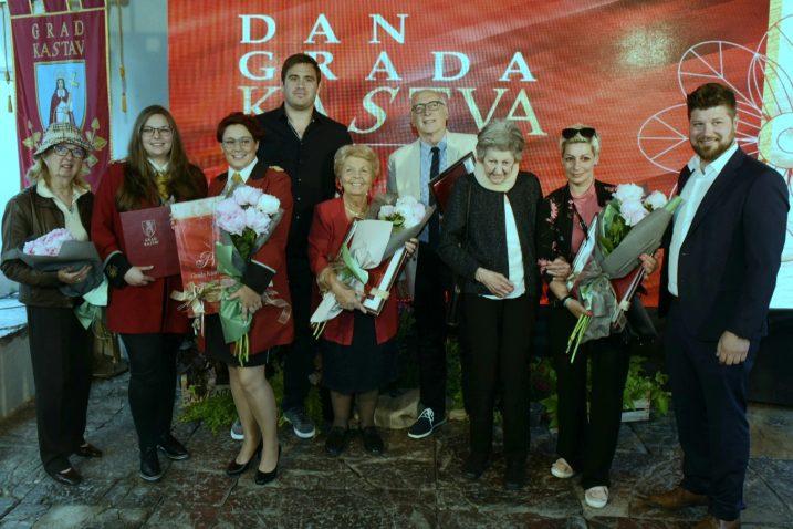Dobitnici gradskih priznanja s gradonačelnikom Kastva Matejom Mostarcem