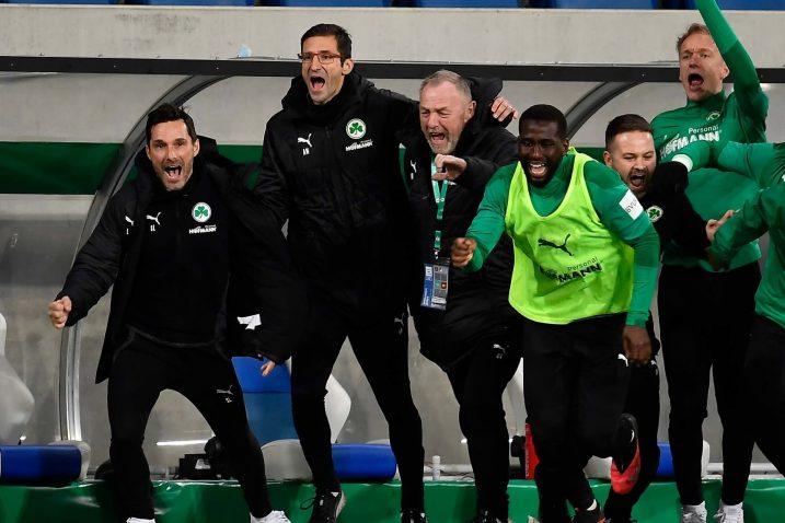 Mijatović sa stručnim stožerom i igračima slavi ulazak u Prvu ligu/Foto: GREUTHER FÜRTH